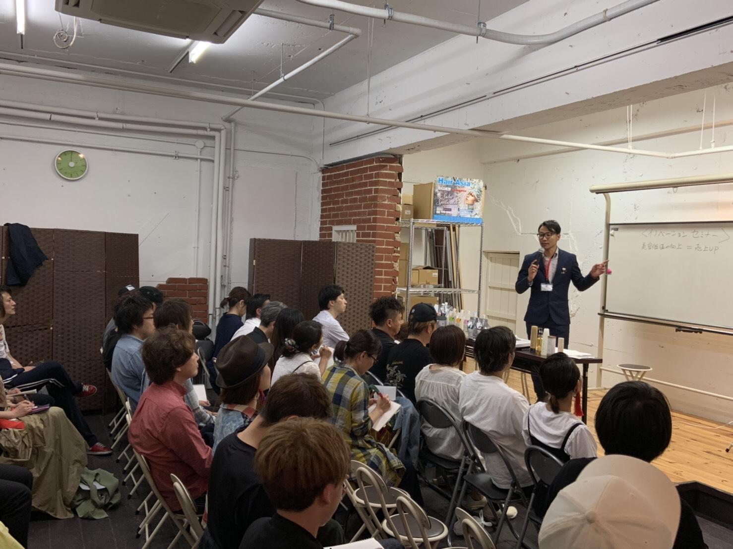 奈良県 大和郡山市小泉駅前美容室SWEET ROOM  講師姿のオーナー!
